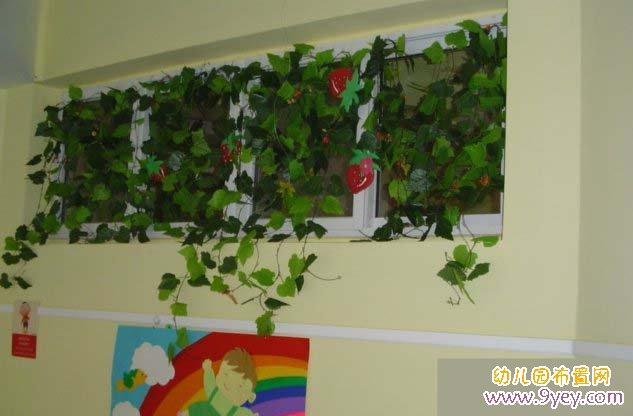 幼儿园窗户装饰:爬满草莓