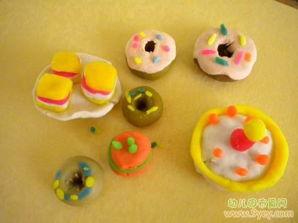 儿童手工彩泥作品:甜点大餐_幼儿园布置网